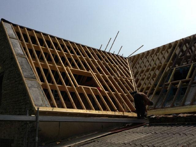 Rénovation intégrale d'une charpente par nos charpentiers spécialiste de la toiture - Nogent le Rotrou, Nocé, Bellême, Chartres, Le Mans - Eure et Loir - Sarthe - Orne - Perche
