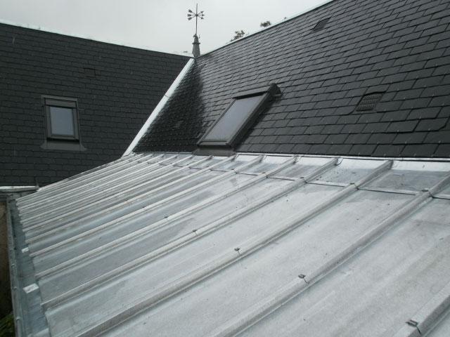 Rénovation et réparation d'une toiture en ardoise et zinc par nos spécialistes couvreurs - Nogent le Rotrou, Nocé, Bellême, Chartres, Le Mans - Eure et Loir - Sarthe - Orne - Perche