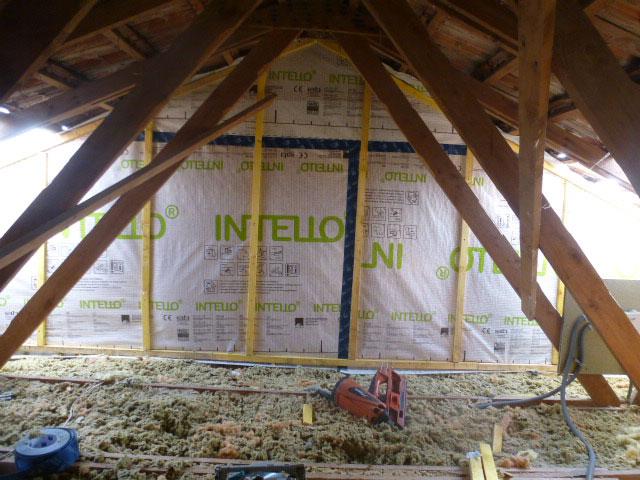 Isolation avec du flocage et des panneaux d'isolation (pare-vapeur et parepluie) de combles non aménagées sous la toiture afin d'optimiser l'isolation et les ressources énergétiques - Nogent le Rotrou, Nocé, Bellême, Chartres, Le Mans - Eure et Loir - Sarthe - Orne - Perche