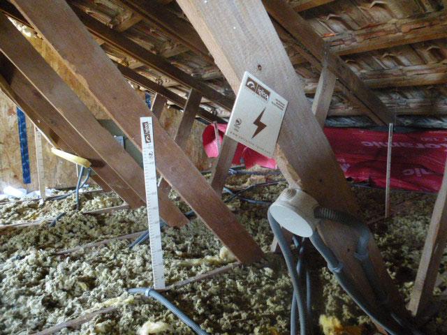 Isolation en flocage de combles non aménagées sous la toiture afin d'optimiser l'isolation et les ressources énergétiques - Nogent le Rotrou, Nocé, Bellême, Chartres, Le Mans - Eure et Loir - Sarthe - Orne - Perche