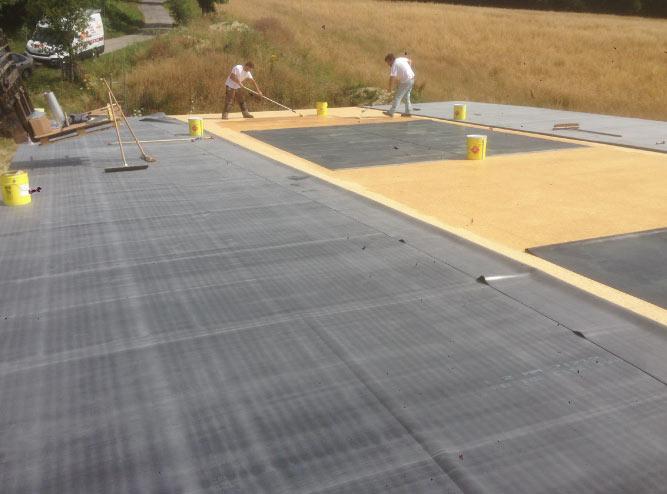 Réalisation d'une étanchéité sur une toiture plate d'un bâtiment agricole avec une membrane d'étanchéité près de La Ferté-Bernard en Sarthe entre Nogent-le-Rotrou et Vibraye