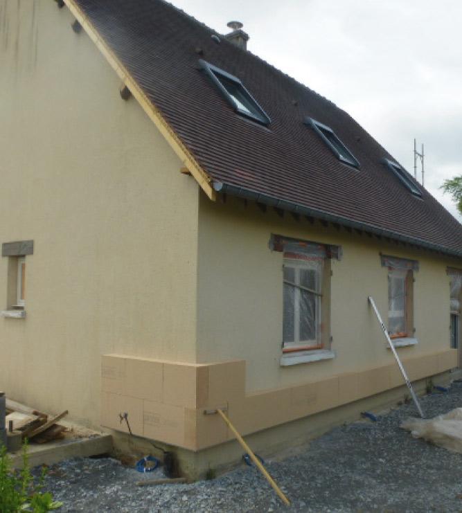 Nos poseurs d'isolation intervenant aux alentours de Mamers en Sarthe entre Nogent le Rotrou (Eure et Loir et Alençon (orne) propose l'isolation thermique par l'extérieur ITE qui permet de réduire la perte de chaleur par les murs et d'éliminer les ponts thermiques.