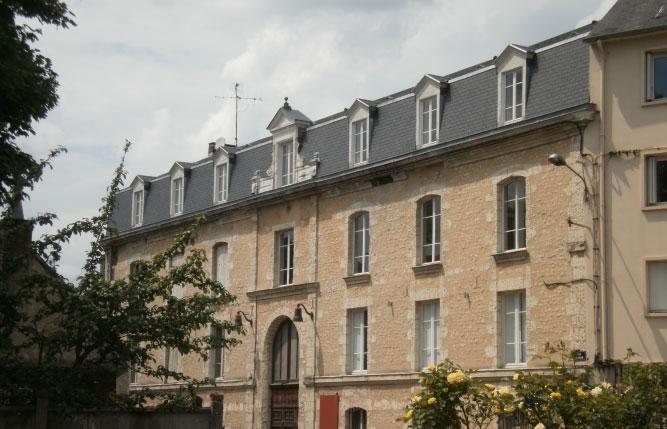 Remaniement de la couverture du toit et réparation de toiture en cas de fuite par nos couvreurs ainsi que la réparation des gouttières (cuivre-zinc-PVC-acier) par nos zingueurs se situant à Berd'huis en Orne, entre Nogent-le-rotrou (Eure-et-loir et Bellême