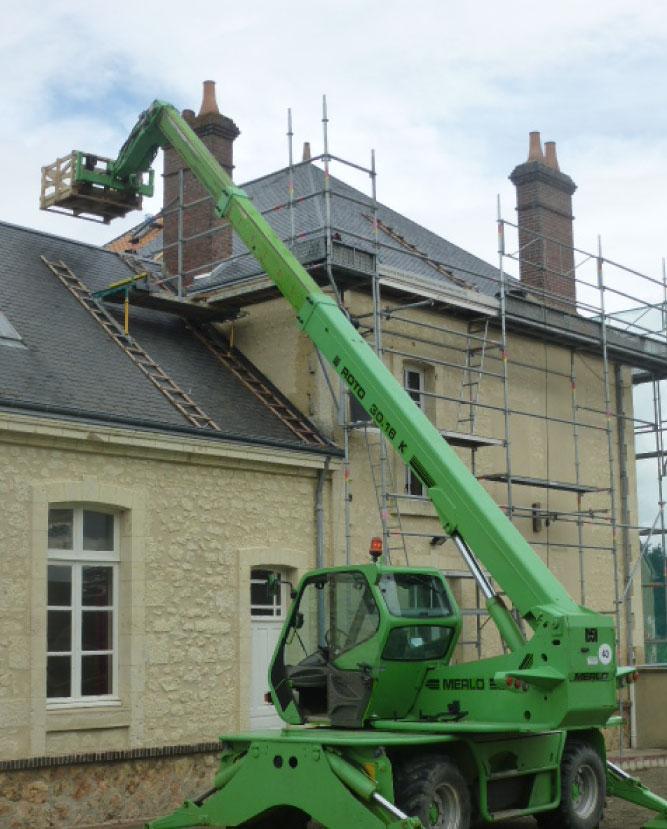 Remaniement de votre couverture de toit et réparation de votre toiture en cas de fuite causée par la dégradation de vos tuiles par nos couvreurs aux alentours de Berd'huis entre Orne, situé entre Nogent-le-rotrou (Eure-et-loir et Bellême